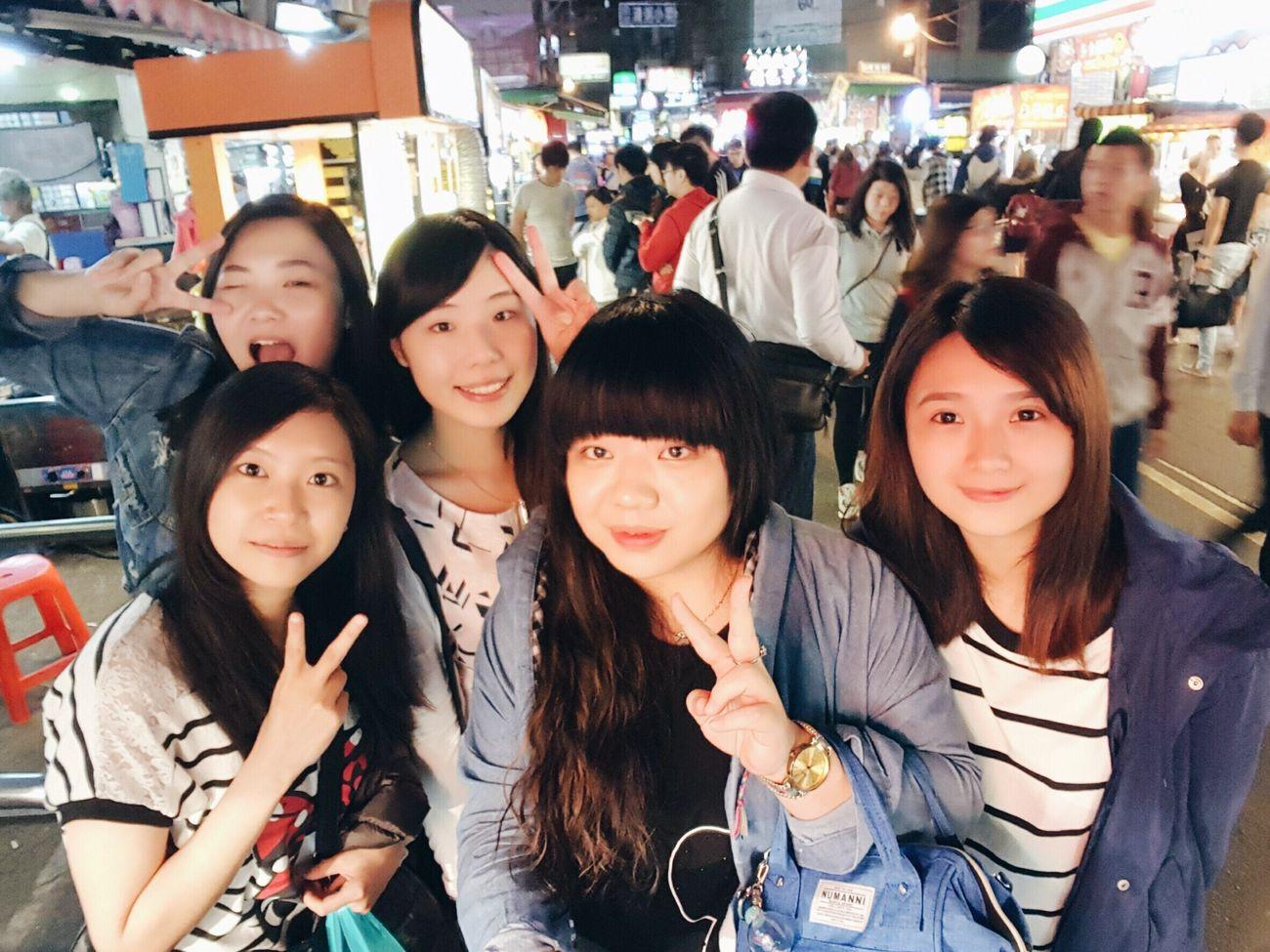 20161030 就算心態老老の拍照還是要符合一下年齡 好久不見 還是一樣和樂融融 吃了很多垃圾食物 不計形象的叫來叫去笑來笑去 Nightmarket Outdoors Hello World EyeEm Taiwan Yolo Taking Photos Photography VSCO Friendship Kate's Daily Relaxing