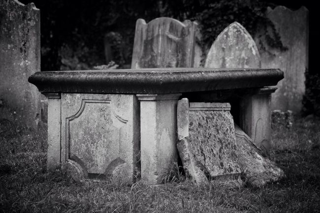 Black & White Old Cemetery Churchyard Graveyard Burial Ground Graveyard Beauty Blackandwhite Black&white Creative Photography Photography Canon Canonphotography South West London Darkart Dark Photography
