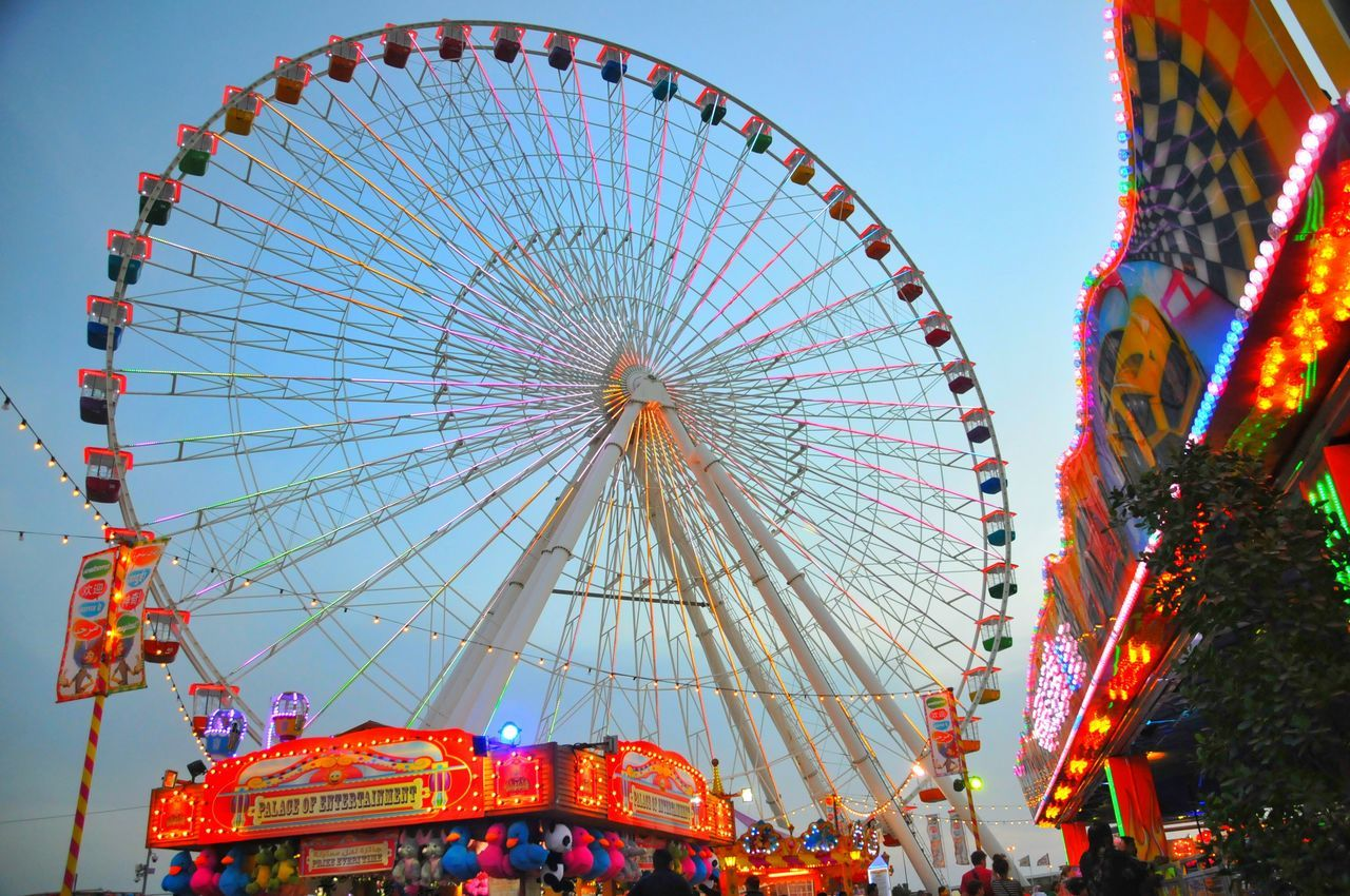 Ferris Wheel Amusement Park Traveling Carnival The City Light Amusement Park Ride Celebration Travel Destinations Sky Outdoors Fun Vacations Leisure Activity Illuminated Night Christmas Market No People Globalvillage2016 Vacations Dubai Dubailife People Cloud - Sky City Travel Large Group Of People