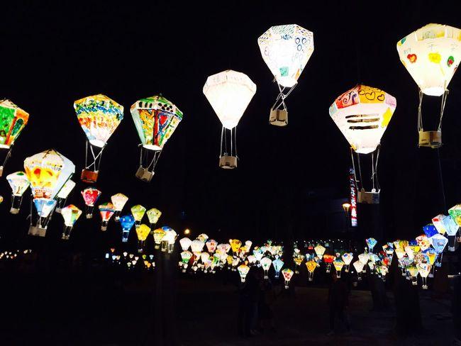 盞盞光芒。 熱氣球 點燈 燈籠 元旦 跨年 台東 鐵花村
