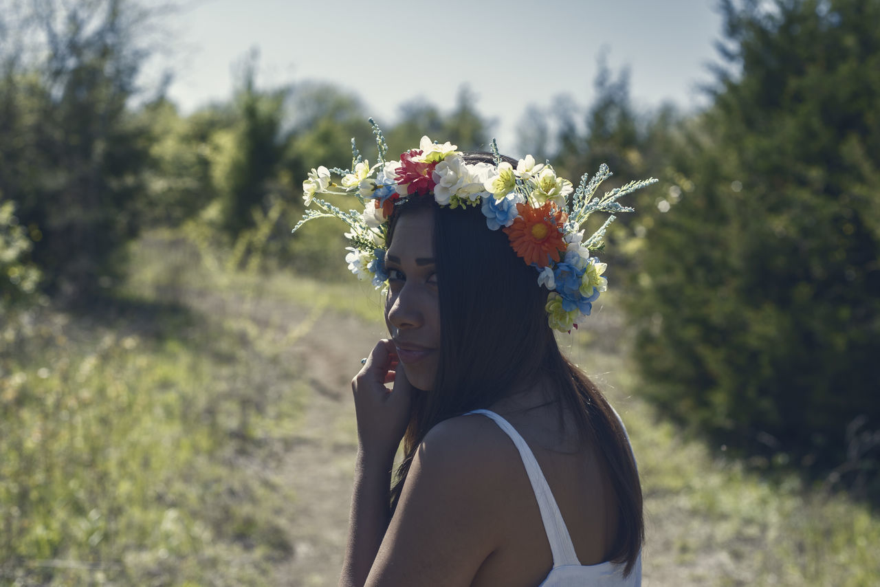 Adult Adults Only Day Flower Headdress Headshot Human Body Part Lifestyles One Person One Woman Only One Young Woman Only Only Women Outdoors People Real People Women Wreath Young Adult Young Women