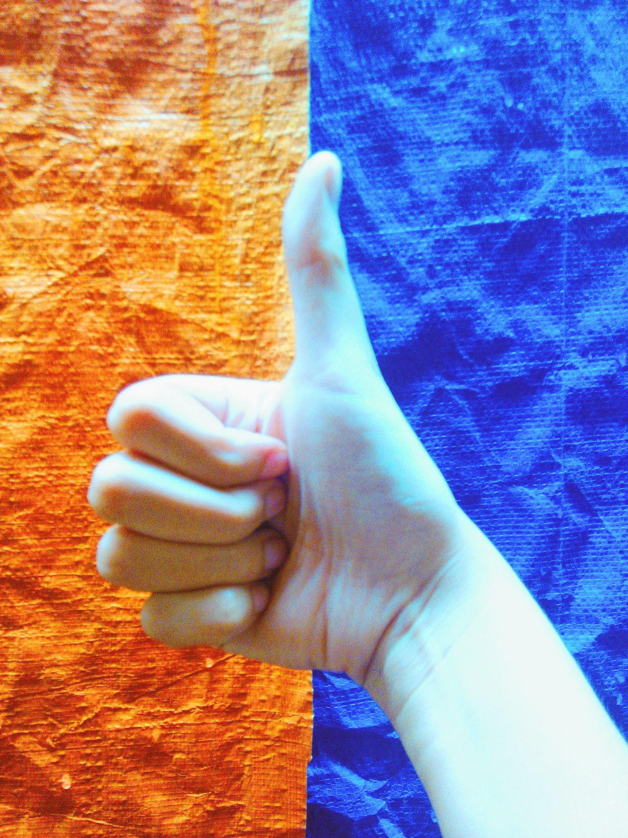 Orangeandblue Thumbsup Middle