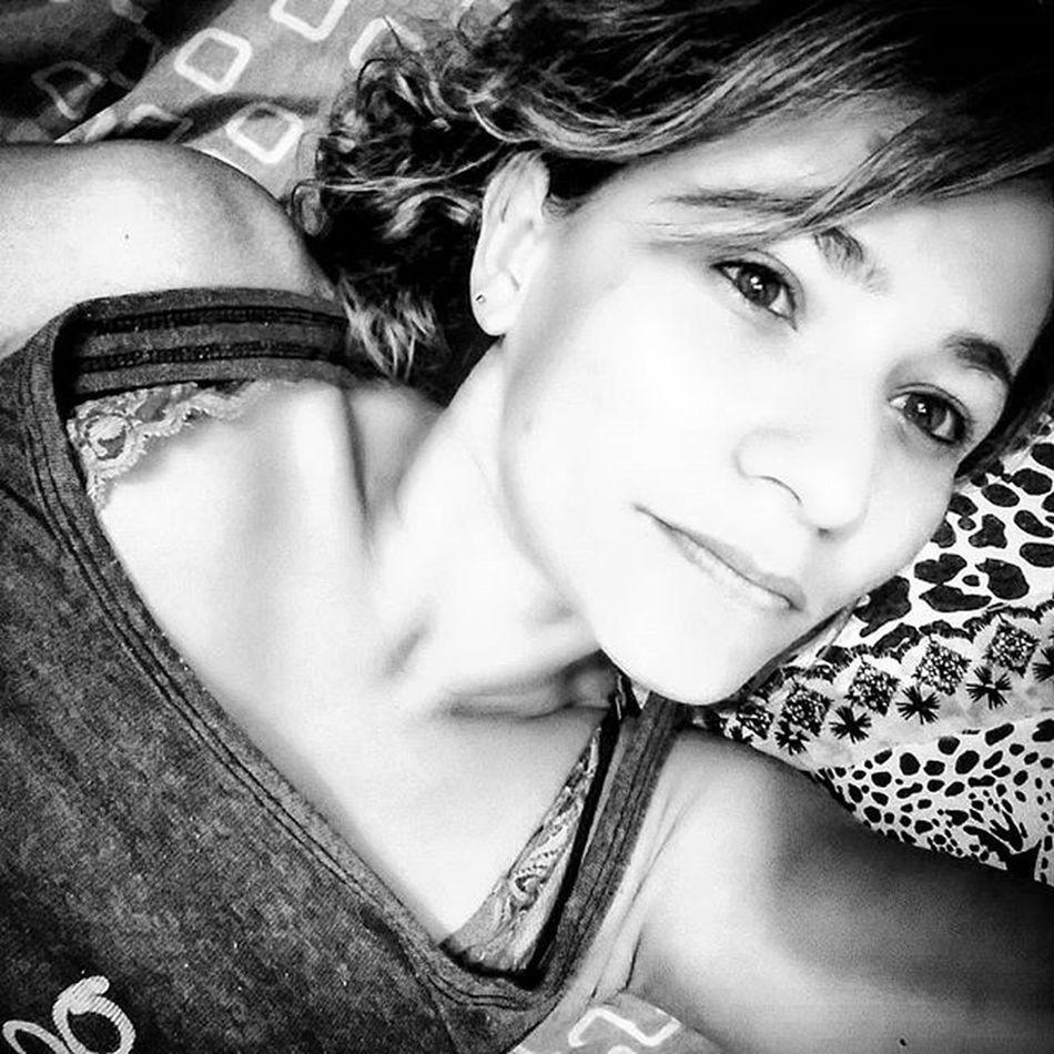 E se a felicidade bater... Apanhe!!... Boanoite Sabadaoo Emcasadeboa Cama Ouvindomusicas 🎧 🎶 Ceilandia BrasiliaDf