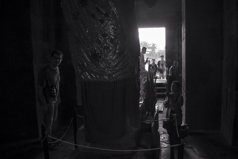 Travel Blackandwhite Photography Blackandwhite Photojournalist Eyeem 2016 Photojournalist Photojournalism EyeEm Best Shots Documentary Worldpressphoto Lensculture One__shot__ 1415mobilephotographers Streetphotography Streetphoto_bw Streetphoto Cambodia Angor Wat