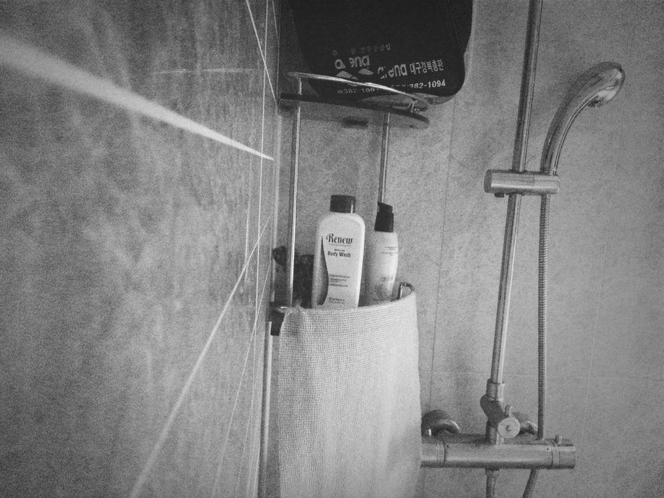 샤워하고 학교가쟈~ take a shower and lets go to school~ Shower Black&white Morning Shower Time