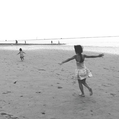 Sisters ❤ Beach Beautiful Girl Seaside Wattenmeer Playing Vacation Time Enjoying Life