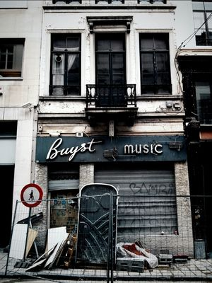 Music in Brussels by Tom 4000