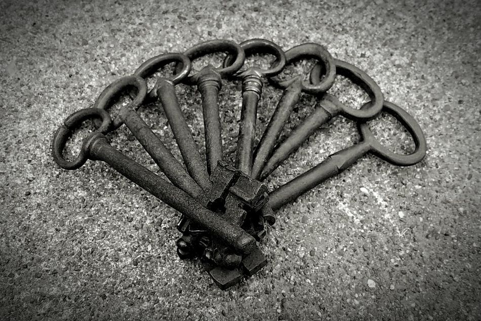 High Angle View Outdoors Sand No People Day Textured  Close-up Animal Themes Antique Keys Symetricphoto Symetrical Symetry Keys Keys Photography Blackandwhite Black And White Old Keys Abstract Abstract Photography