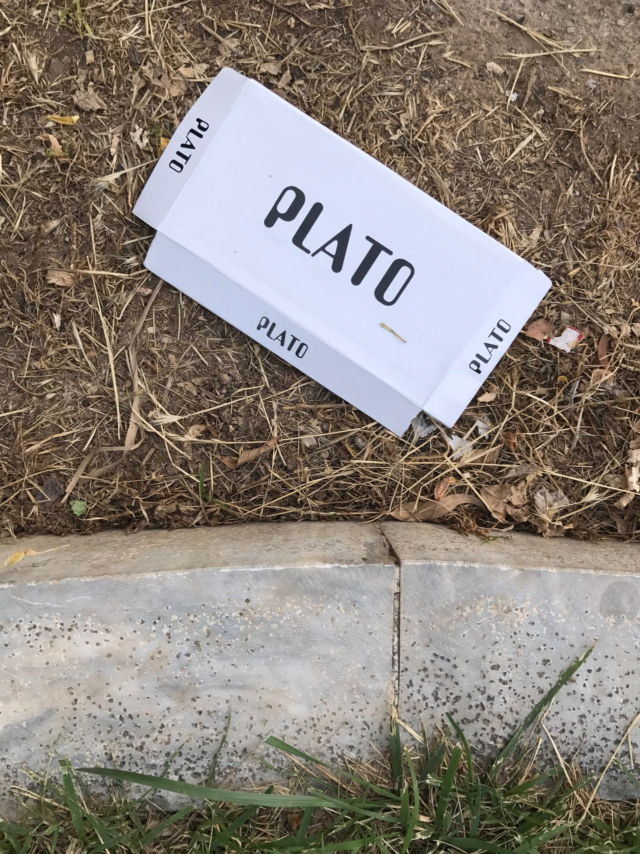 Platon gefunden. Text Western Script Communication Number Day High Angle View Label Hay No People Grass Outdoors Field Close-up Nature