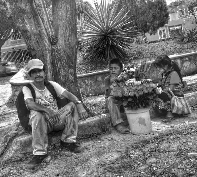 Venta de flores Urban@ndante IPhoneography Blackandwhite Monochrome The Street Photographer - 2015 EyeEm Awards