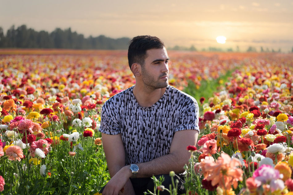 SELF PORTRAIT IN A FLOWER FIELD :) Abundance Beauty In Nature Day Field Florist Flower Flower Head Focus On Foreground Fragility Freshness Growth Nature One Person Outdoors People Plant Real People Sky Sunflower Sunset Young Adult