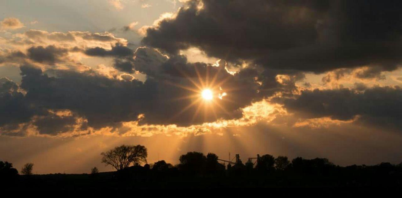 Sunsets Wisconsin Sunset #sun #clouds #skylovers #sky #nature #beautifulinnature #naturalbeauty #photography #landscape