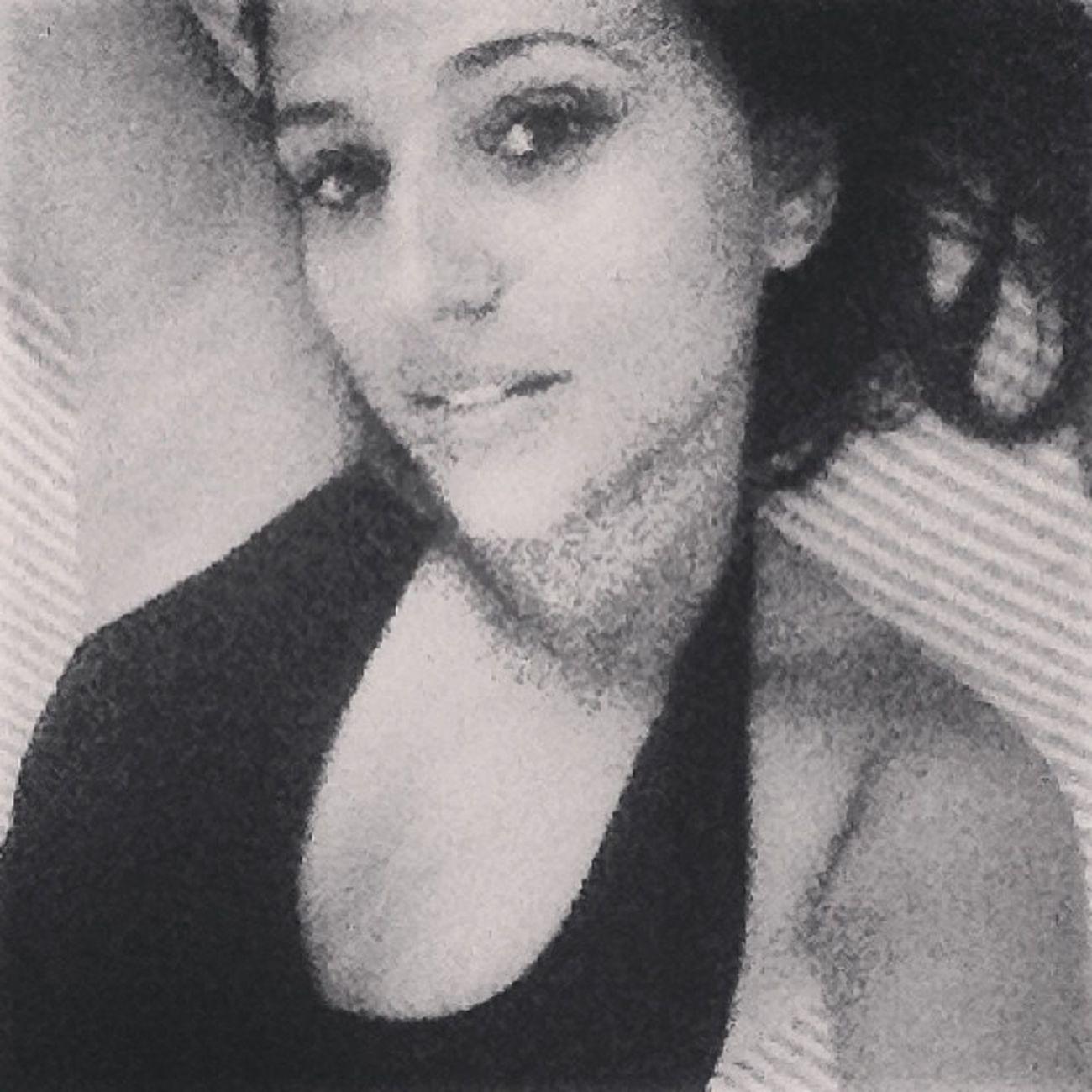 UmJeitoMeninaMulherDeSer Pretoebranco Jogada TotalmenteEu ?☺️