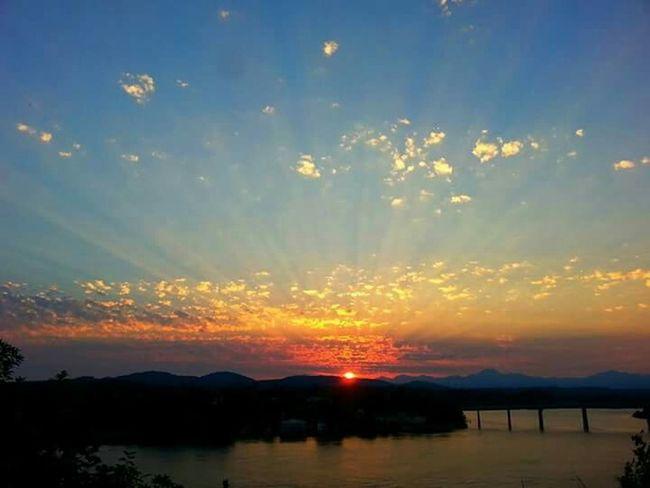 EpicShotPhotography Sunset #sun #clouds #skylovers #sky #nature #beautifulinnature #naturalbeauty #photography #landscape Sun_collection, Sky_collection, Cloudporn, Skyporn Washington State Natgeo Northwestsunsets
