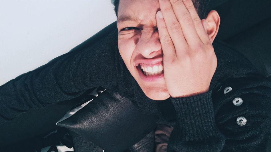 Only Men Adults Only Adult Men People Young Adult Photograph Modelo Eyes Chinese  Studio Shot BogotáDC Happiness Photographer Photography FotografíaMóvil Composition VSCAM Photoshop Edit Bogotá Fotografía Urbana Regla De Los Tercios