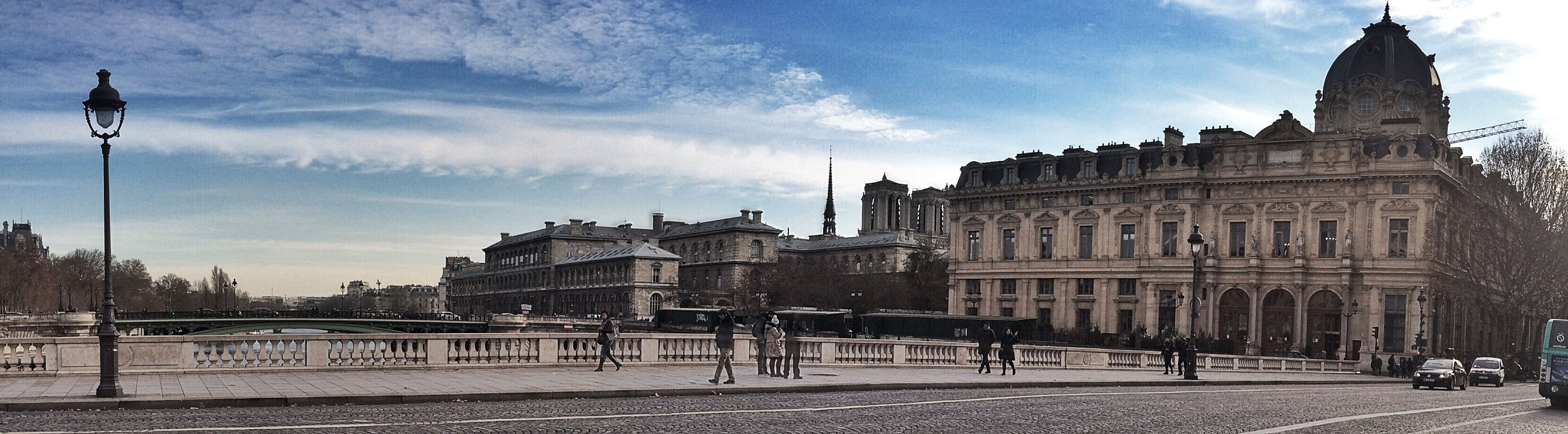 architecture, building exterior, built structure, sky, famous place, travel destinations, tourism, city, international landmark, large group of people, history, capital cities, travel, cloud - sky, town square, incidental people, tourist, city life, person