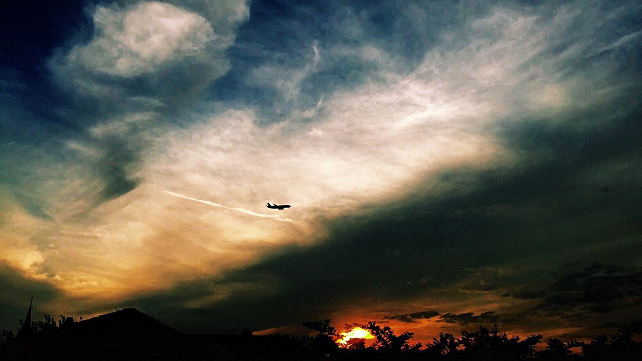 Dream Landing Flying Airplane Sunset Sky Skyporn Dramatic Sky Colours Winter Sky