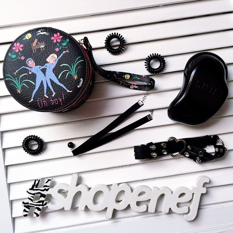 Shopenef  Total Black Casio Choker Invisibobble Tangle Teezer
