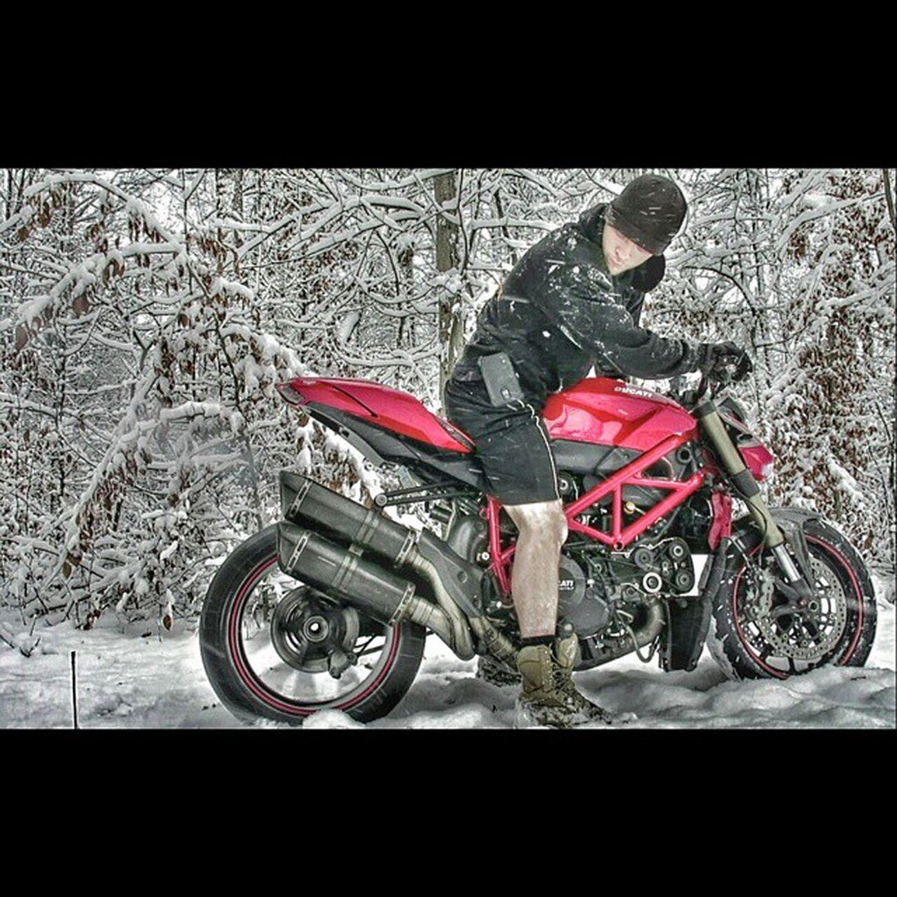 Maybe a Ducati wasnt made for playin in the snow or maybe it was. Either way it was crazy fun. Burnouts Drifts Ducati Ducatistreetfighter