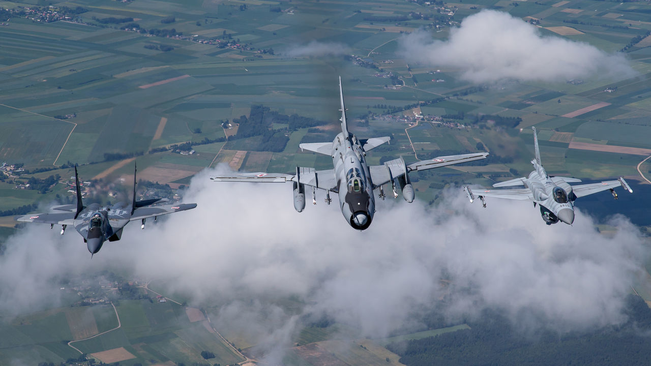 Aircraft Airforce Aviation F-16 Fighter Fitter Fulcrum Lockheed Martin MiG29 Military Photography Photoshoot Poland Sky SU22 Tiger