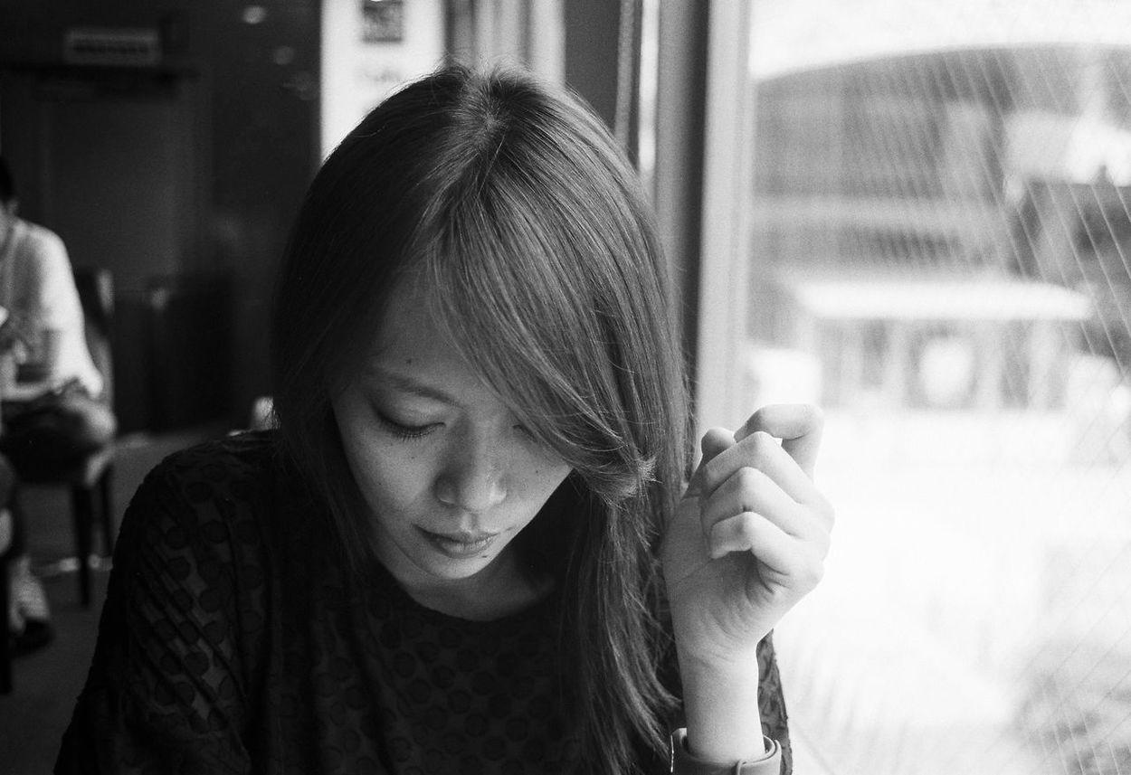 Kolo Portrait Black & White 35mm Film Tokyo Japan Analogue Photography Film Photography Contaxt2 TriX400 Filmisnotdead Film Portrait Of A Woman Natural Light Portrait