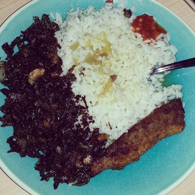 Sunday leftovers are the best!!! Dhall Rice Bangamary Coucoubelly shrimp peppersauce friedfish belambi balloffirepepper Guyanesestyle Berbician proudwestindian proudGuyanese icancook ironchef guesswhoseplate homemade getinmybelly ilovetoeat LASH