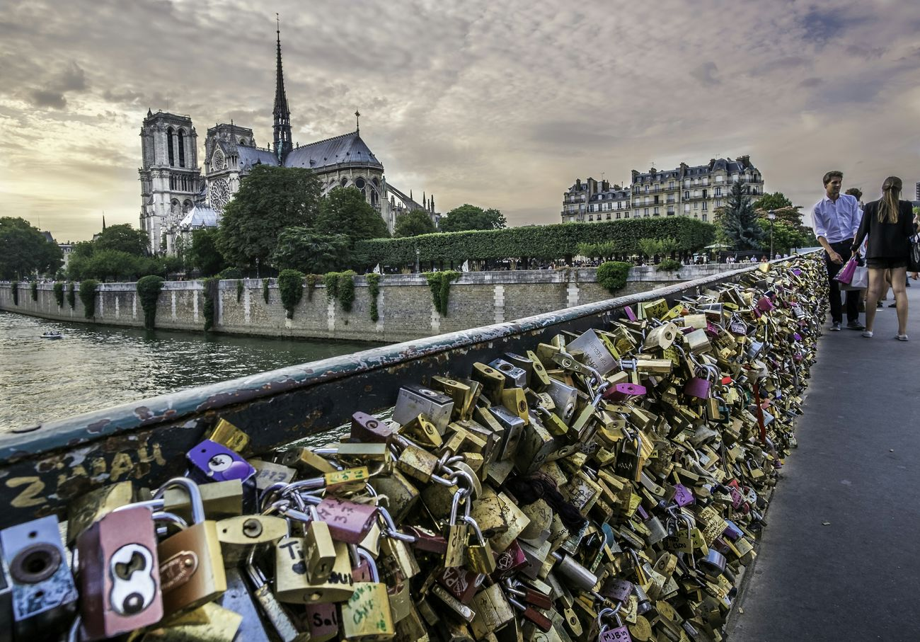 France Paris Cathedralenotredame Capturing Freedom Couple Love