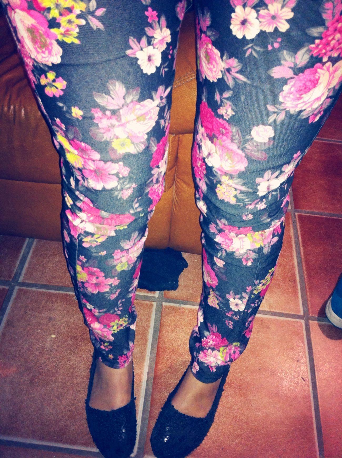Hanging Out FlowerPrintJeans I Love It ❤ Fashion (;