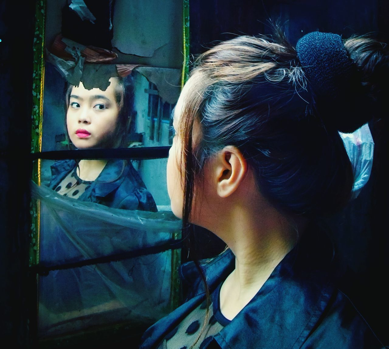 The Girl The Mirror Taking Photos Check This Out Art Outdoors Photograpghy  Beauty In Ordinary Things Enjoying Life Portrait Of A Woman Woman Portraiture Womancreative Creativity Has No Limits People And Places