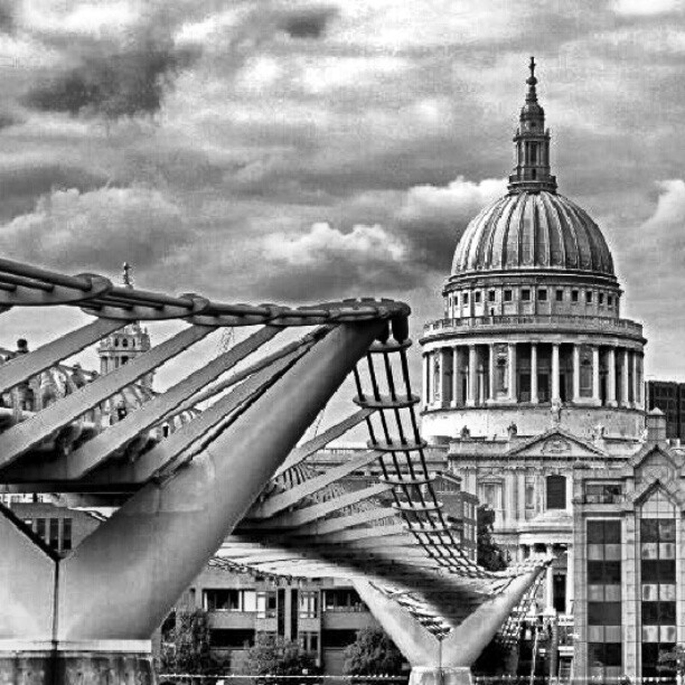 architecture, built structure, sky, building exterior, cloud - sky, dome, famous place, travel destinations, tourism, low angle view, travel, cloudy, international landmark, city, capital cities, cloud, day, outdoors, incidental people, architectural feature