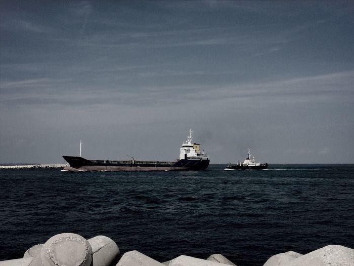 Steve Zissou is coming. Sea Ship