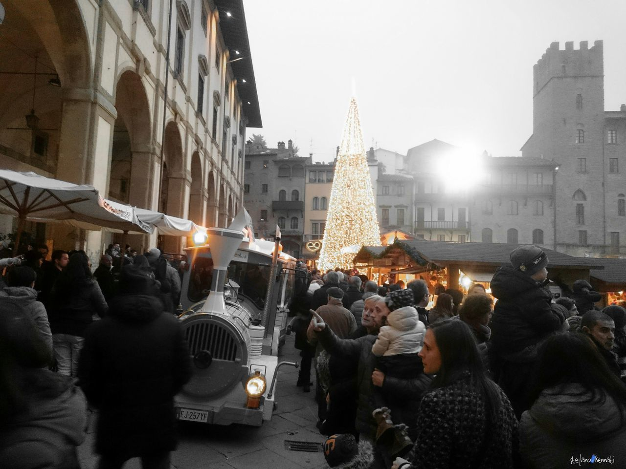 City Large Group Of People Market Tyrolean People Z3 Xperia Celebration Capture The Moment Christmas Decoration Italy🇮🇹 Christmas Ornament Christmas Tree