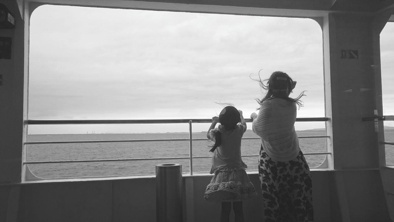 RePicture Motherhood Enjoy Life Travel Black & White Monochrome Blackandwhite Family Through Glass