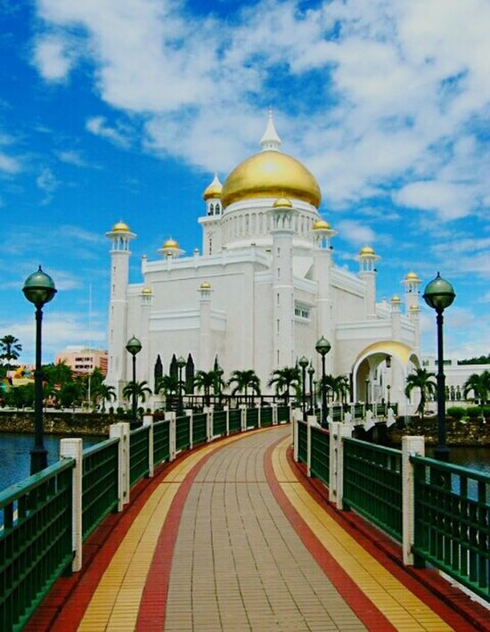 Building Exterior Outdoors Cloud - Sky No People Dome Travel Sky Tourism Travel Destinations City Built Structure Day Photo Shoot Happy Time Istana Negara, Malaysia Malaysianphotographer Malaysia Photography Malaysia Largest Foodphotography Nature Malaysian Legend RinggitMalaysia Clear Sky Happiness Freshness