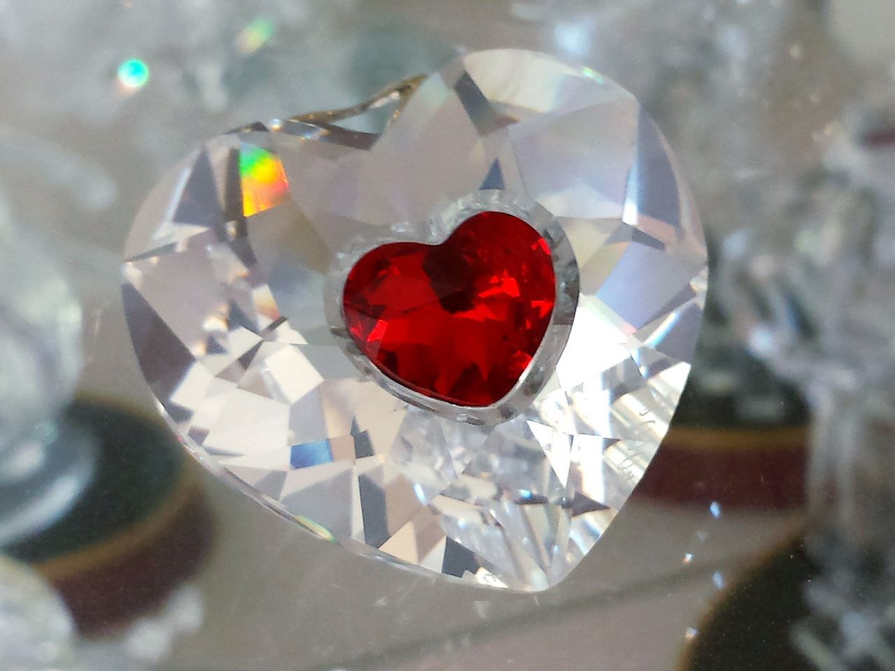 """Heart Shape Red Love Close-up Fragility No People Indoors  Freshness Day Ladyphotographerofthemonth Indoors  Red Crystal """" Schwebend es"""" Herz Schillernd Crystalline Crystals Crystal Heart Crystal Clear EyeEm Diversity Art Is Everywhere"""
