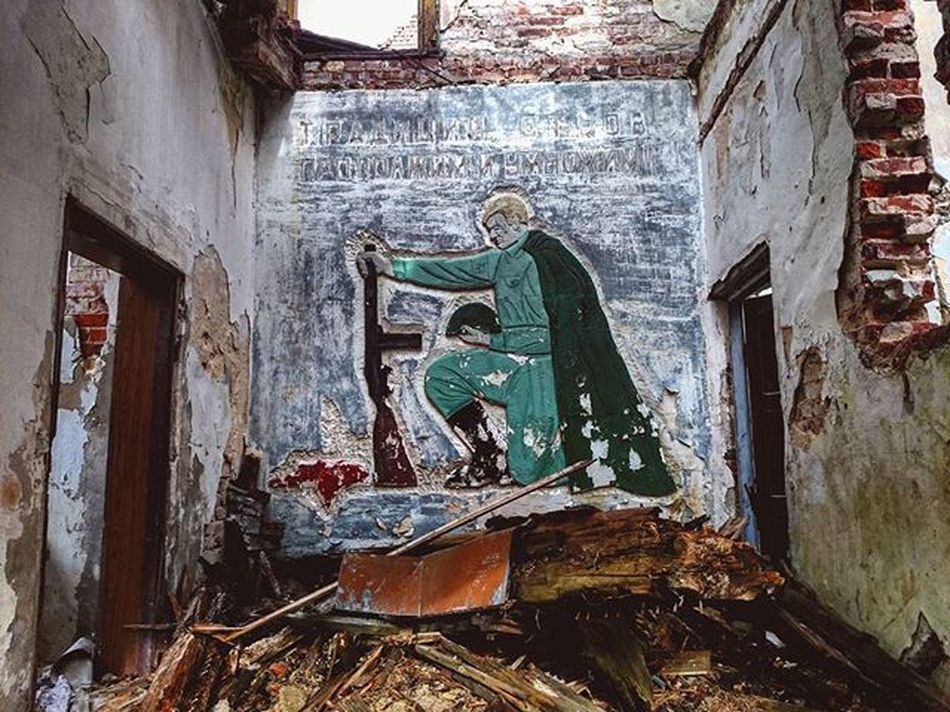 Pstrąże Strachów Terenwojskowy Zakazwstepu Radziecki żołnierz Bron Opuszczone Urbex Militaryarea Keepout Soviet Soldier Weapon Abandoned UrbanART ZSRR Urbanexploration