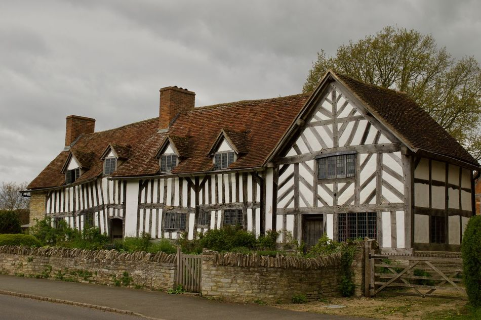 William shakespeare Birthplace Architecture Building Exterior Built Structure Cloud - Sky Cloudy Cottage Cottage House Cottage Life Day England Farmhouse Historical Building House Old Buildings Outdoors Overcast Rural Rural England Rural Scene Shakespeare Shakespeare Birth Place Spring Springtime Travel Destinations