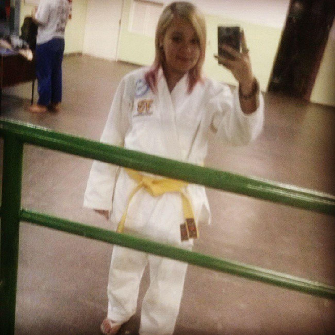 Acabei de chegar do treino, morrendo de dor mas valeu a pena. TreinoJudo Judo Amô FaixaAmarela TreinoDeJudo esporte Dor Cansada