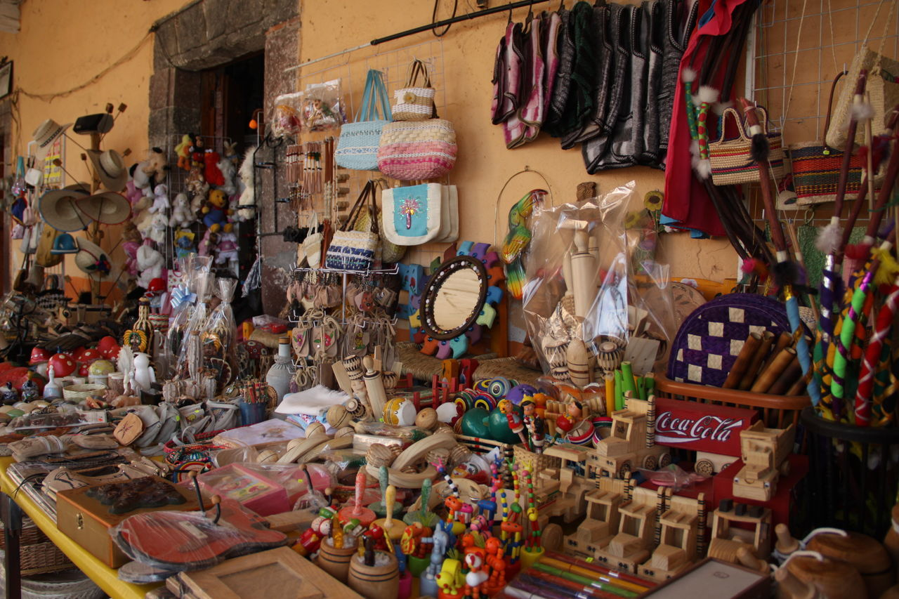 Mexico Art, Drawing, Creativity Art Culture Mexican Culture Toys Candys Bags Artesania Craft Utencilios Market