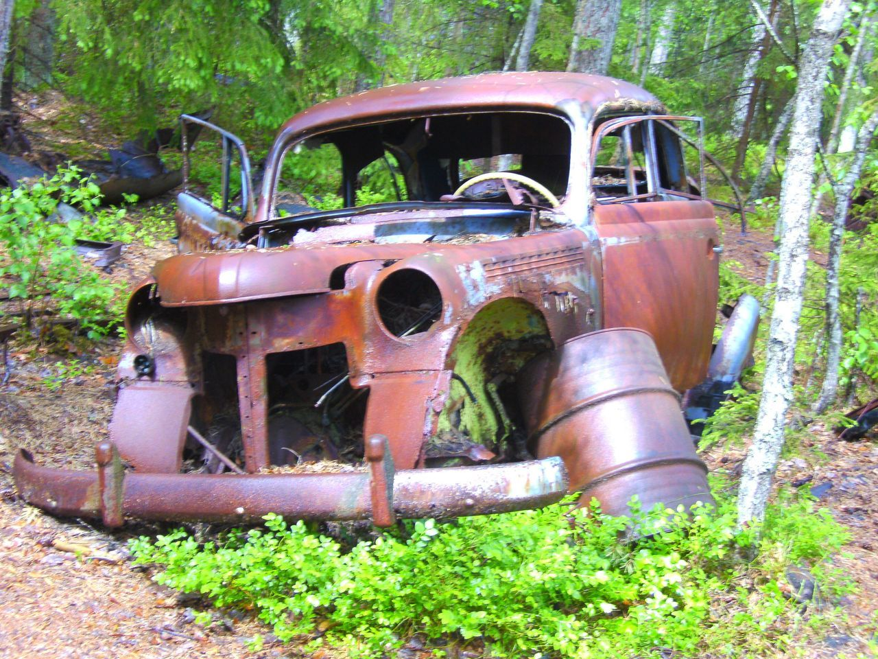 abandoned, damaged, obsolete, transportation, car, rusty, bad condition, land vehicle, run-down, mode of transport, no people, destruction, old ruin, day, outdoors