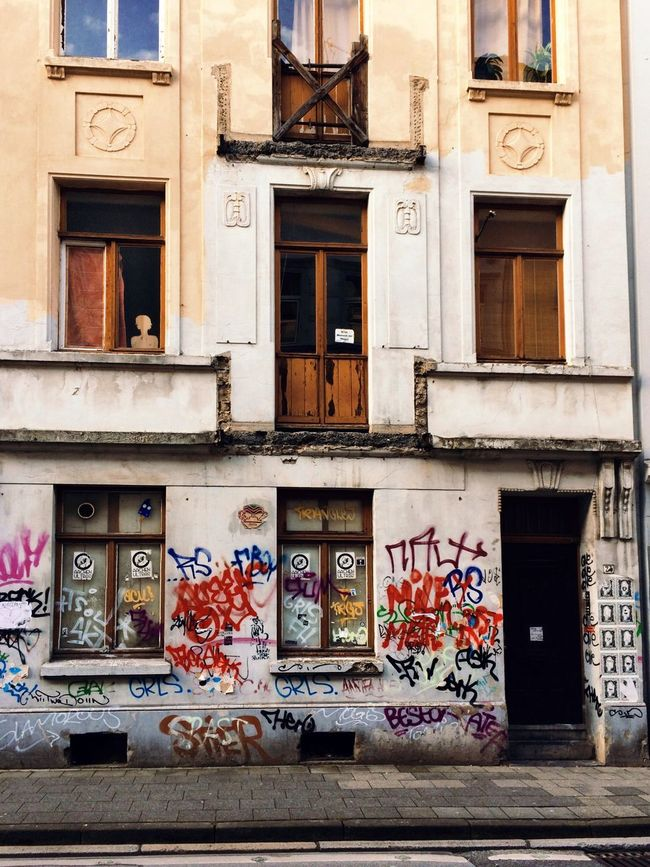 Deutschland Check This Out Germany Taking Photos On The Road Traveling Travel Urban City Photography Deceptively Simple EyeEm Best Edits Architecture Notes From The Underground Road White My Winter Favorites In The Middle Of Nowhere Urban Geometry Walk Windows