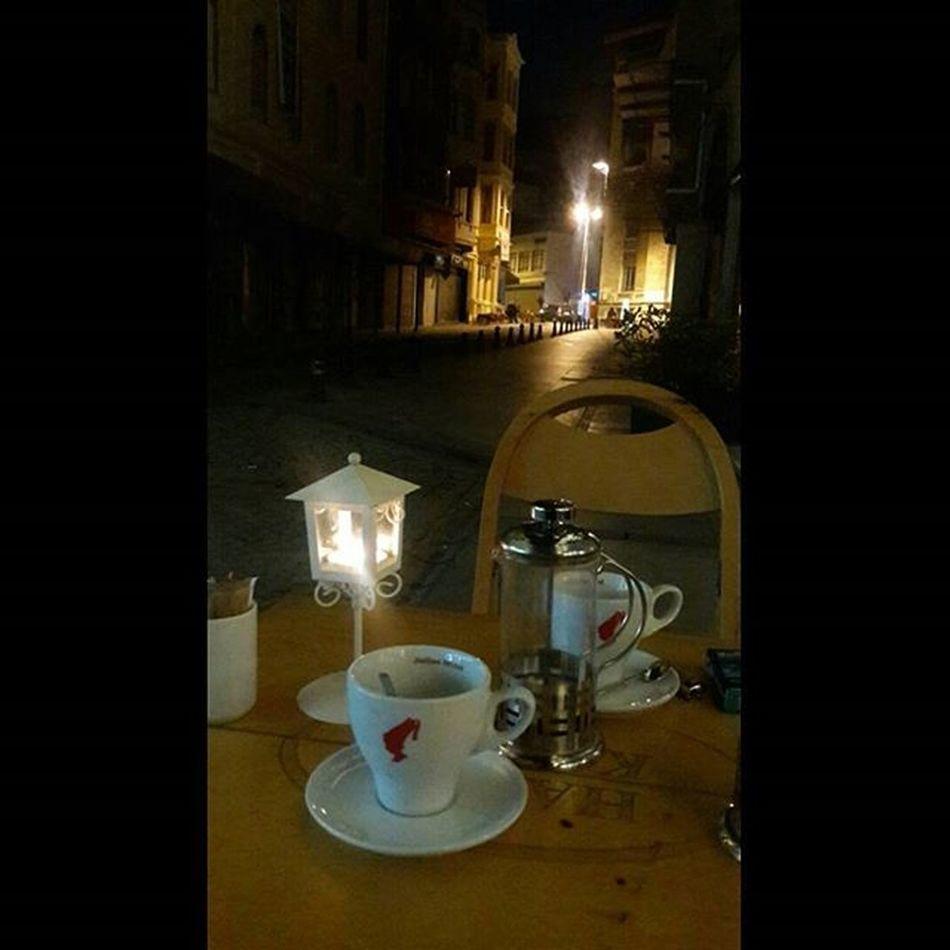 Akşam kahvesi☕❤ Kahve Coffee Coffeetime Coffeelovers Kahvetiryakisi Coffeeaddict Istanbul Street Streetphotography Istanbuldayasam Istanbullovers Gununkeyfi Turkishfollowers Instaturkey Instagramturkiye