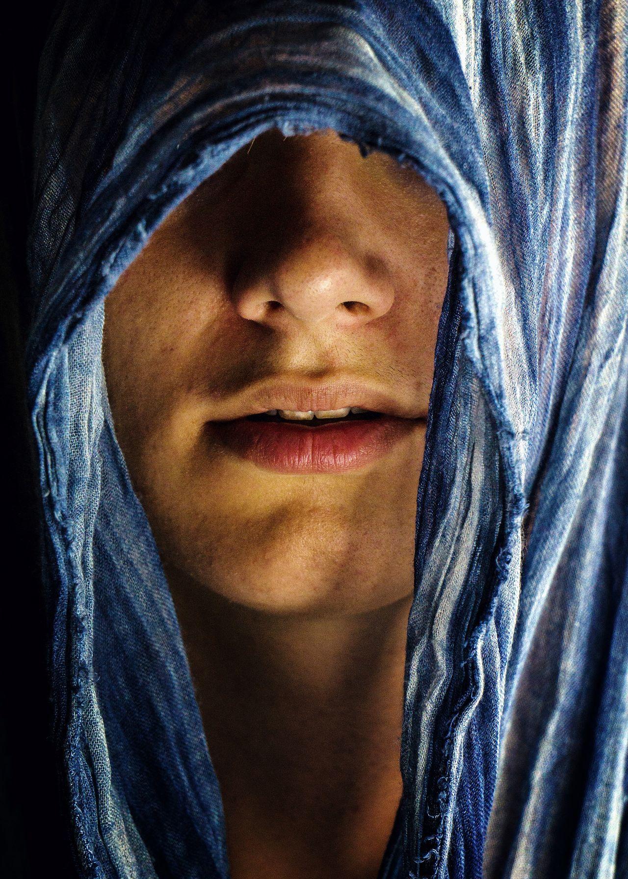 Beauté voilée. Front View One Person Midsection Close-up Human Body Part Human Face Real People Portrait People Voilette Voile Tissu Blue