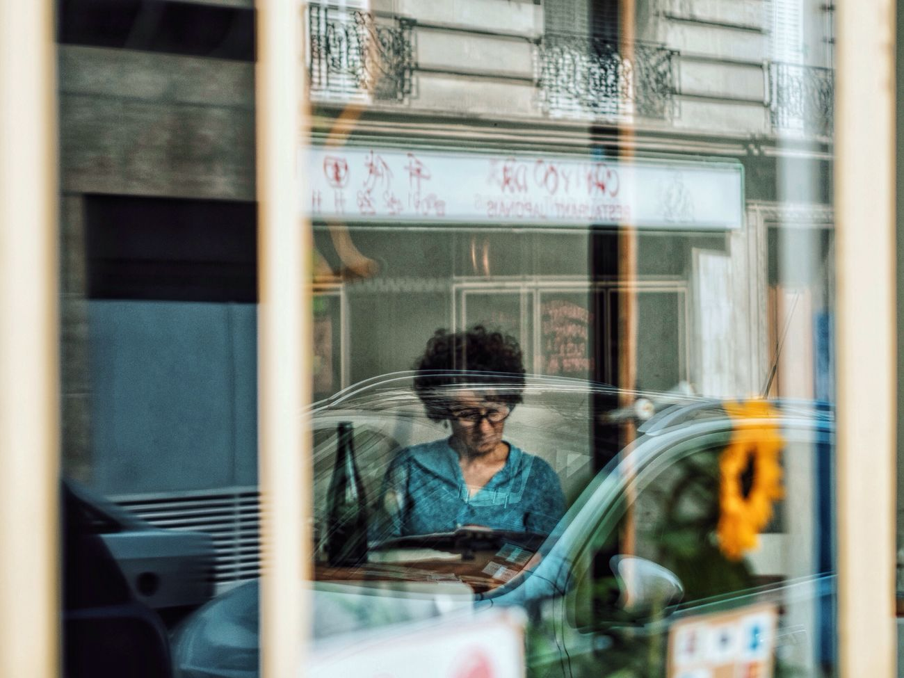 Reflection Windows Of Thoughts Capture The Moment People Street Photography EyeEm Best Shots Eyeemphoto Fine Art Photography Moments Up Close Street Photography Portrait Abstract Window