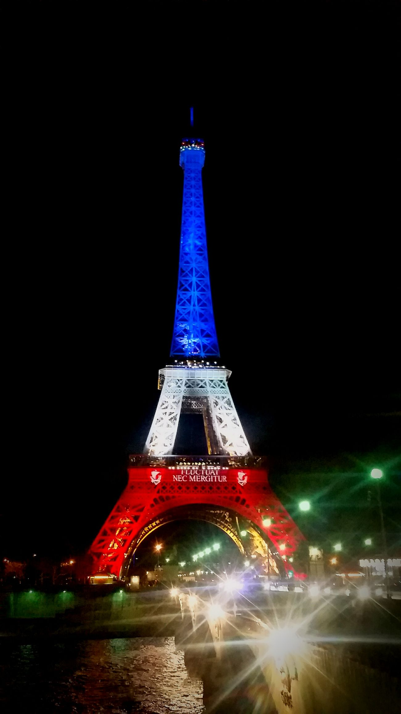 FLUCTUAT NEC MERGITUR. Paris Je T'aime