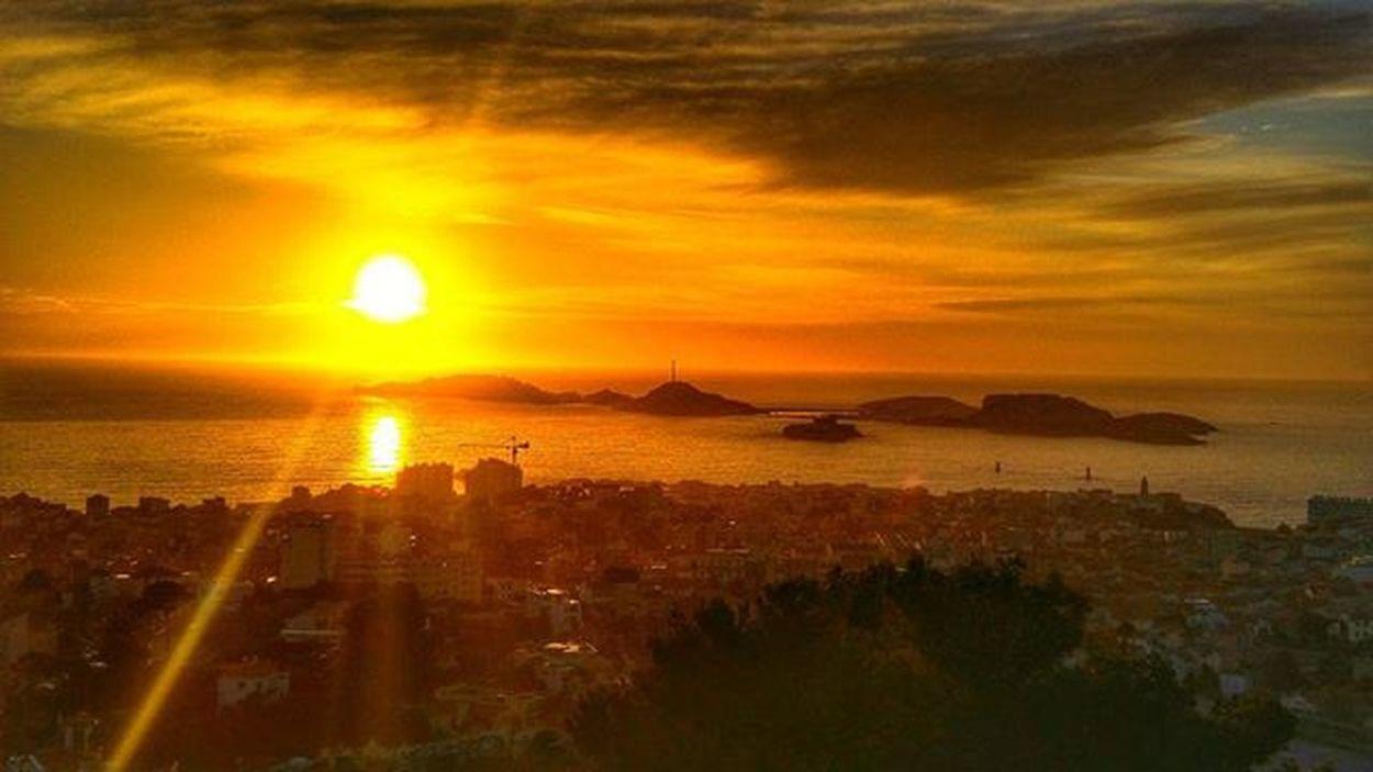 S U N S E T 🌇 LG  Igersfrance Igersmarseille Igm_marseillejetaime Marseillerebelle Marseillecartepostale Marseillefr Lesphotographes Dxo Marseille Mediterranean  Mediterraneecartepostale Sunset Sunsetfestival Sunsetporn BonneMère Choosemarseille