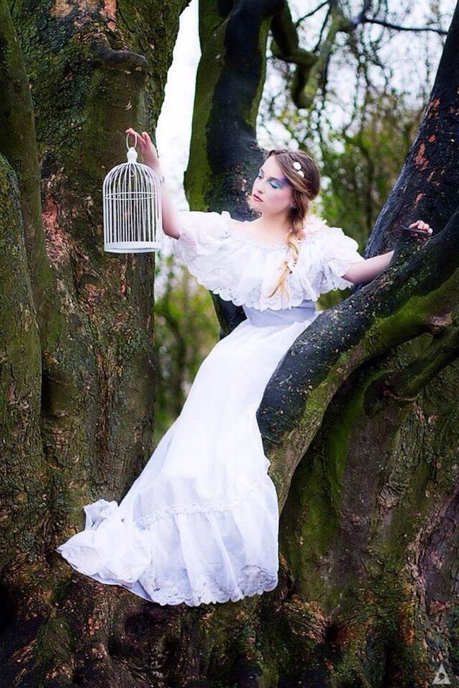 Claire. Color Colors Couleurs Claire Poesie Tree White Arbre Fairy Nature Taking Photos Beauty Model France Frenchmodel Frenchphotographer Photo Photooftheday Photography Photoshoot Makeup Makeupartist Imadgin Blonde Romantic