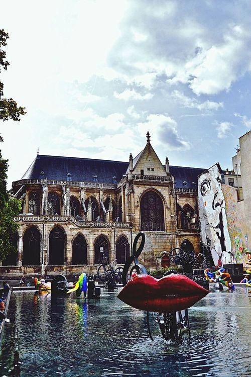 Paris - Centre Pompidou Kiss Art