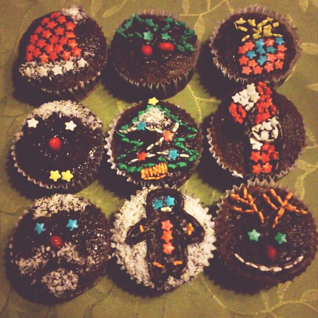 My super awesome cousin made Christmas cupcakes !!!! Yay !!! :D Food Christmas Cupcakes