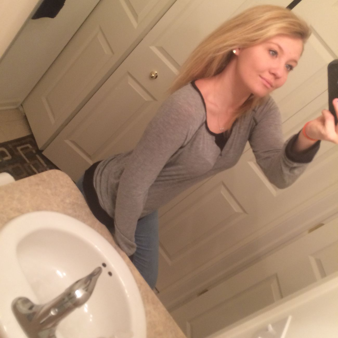 Blonde Longerhair Needlongerhair Naturalhair Bathroom Selfie Dontjudgeme Babe